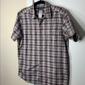 Patagonia brown plaid shirt sleeve buttoned top